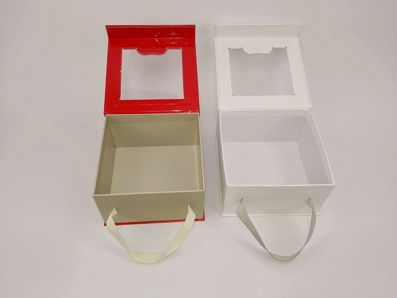 2017 Custom paper magnetic closure gift box with clear pvc window made in Dongguan