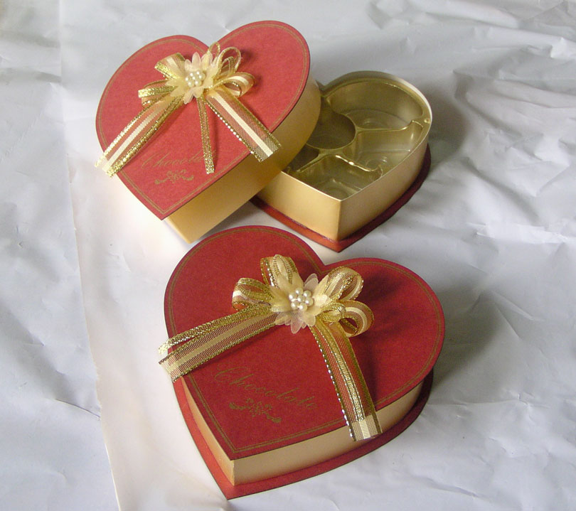 Handmade paper chocolate heart shape boxes packaging candy in EECA factory