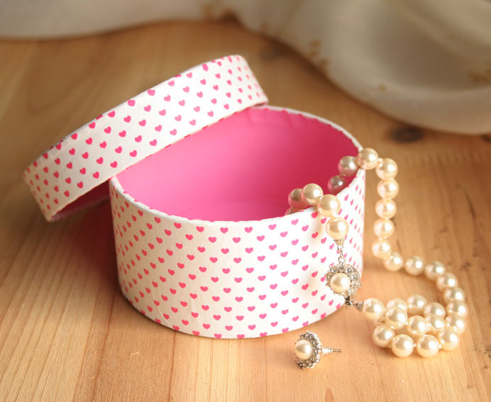 Mini round jewel box/Sweet necklace rectangle gift box pink satin/antique jewelry boxes for sale in China