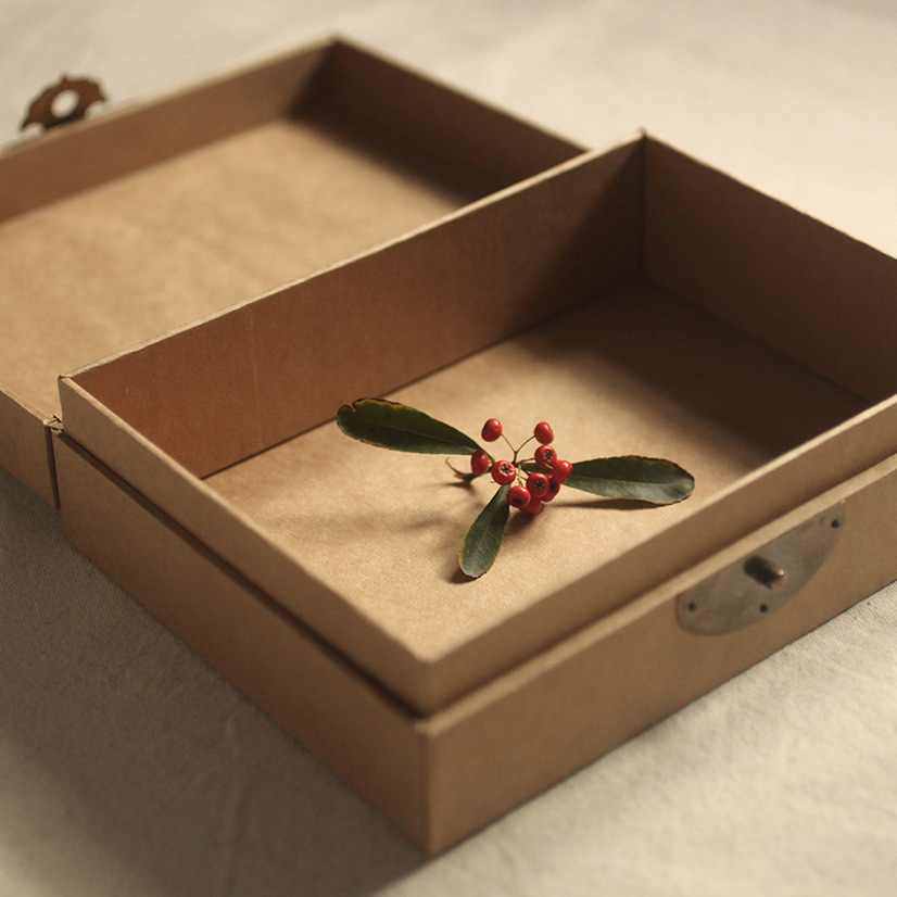 Customized Eco-friendly kraft paper gift box for children's garments/recycle paper box/cosmetic box in EECA Packaging